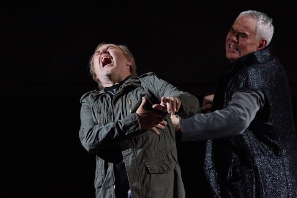 """Lars Cleveman als Siegfried und Albert Pesendorfer als Hagen in der """"Götterdämmerung"""" in der Inszenierung von Uwe Eric Laufenberg am Landestheater Linz. - Foto von Karl Forster"""