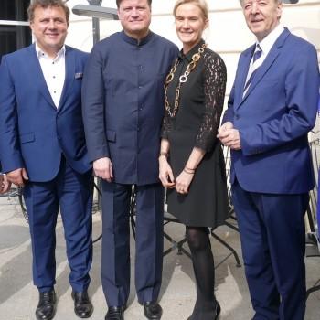 Auf der Terrasse des Nobelhotels Sacher in Salzburg: Jan Nast, Christian Thielemann, Benita von Maltzahn und Peter Ruzicka. © R. Ehm-Klier/festspieleblog.de