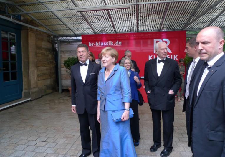 Bundeskanzlerin Angela Merkel trifft bei den Bayreuther Festspielen ein (ek)