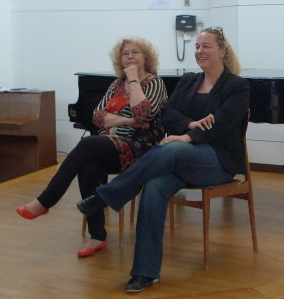 Bei einer Veranstaltung im August 2014 zeigten sich Eva Wagner-Pasquier und Katharina Wagner entspannt. Die ältere der Schwestern sprach von ihren Zukunftsplänen. © Ehm-Klier