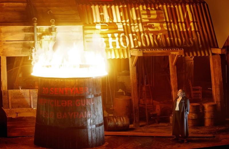 Schluss der Walküre: Der Feuerring, der sich allerdings nicht um Brünnhilde legt. (Foto: Enrico Nawrath, Bayreuther Festspiele)