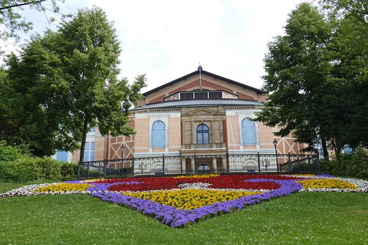 Vorfreude: Die Generalproben haben begonnen. Wenn ab 25. Juli die Flagge am Festspielhaus weht, ist wieder Festspielzeit. © Ehm-Klier