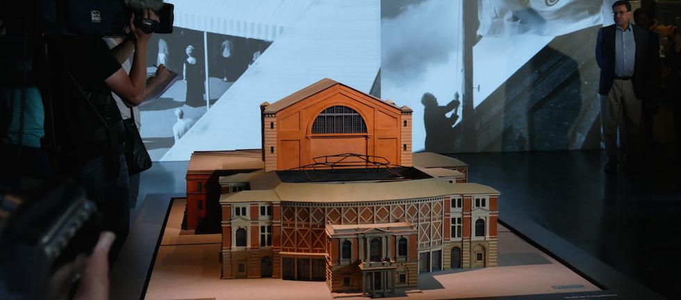 Festspielhaus im neuen Richard-Wagnermuseum. Das Modell aus den 80ern war ein Geschenk an Wolfgang Wagner.© R. Ehm-Klier/festspieleblog.de