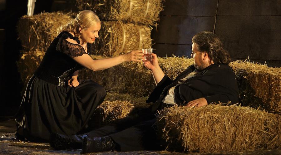 Anja Kampe und Johan Botha in Walküre bei den Bayreuther Festspielen 2015. © Enrico Nawrath/Bayreuther Festspiele