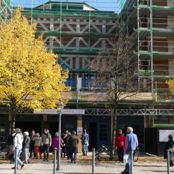 Die Sonne strahlt dazu: Am 11. Oktober öffnete das Bayreuther Festspielhaus seine Türen. © R. Ehm-Klier/festspieleblog.de