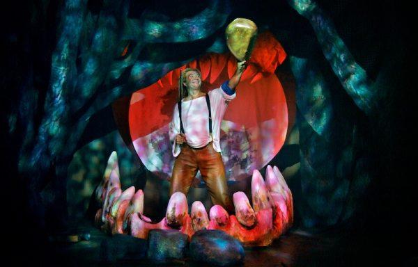 Kinderoper 2018 bei den Bayreuther Festspielen, Ring des Nibelungen, hier Siegfried in der Drachenhöhle