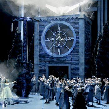 Titelbild Lohengrin Bayreuther Festspiele 2019, Camilla Nylund als Elsa im ersten Akt